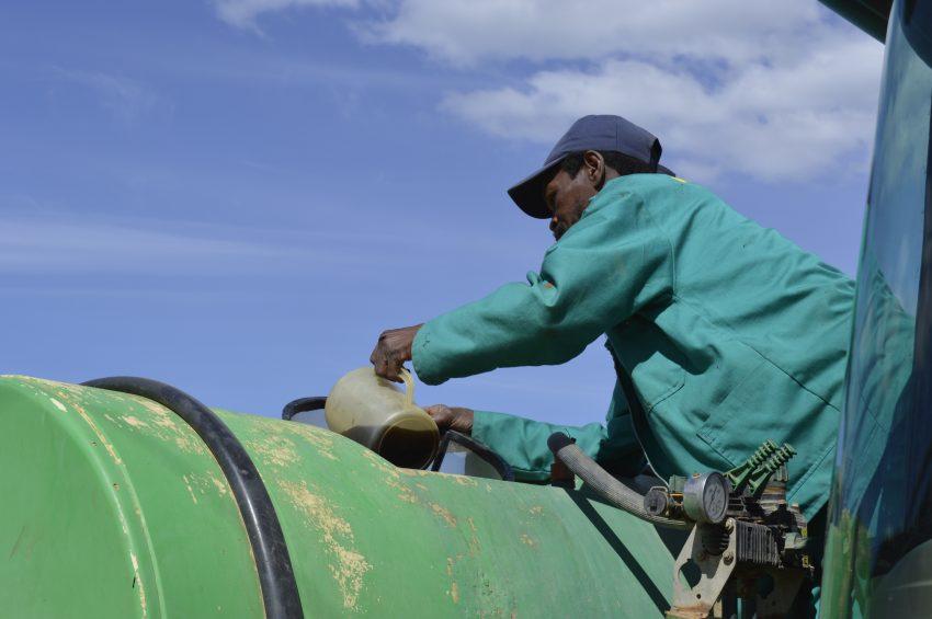 pouring-Explogrow-into-boomspray-pump